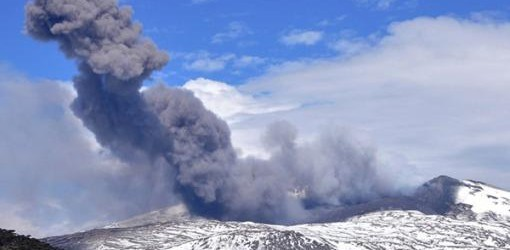 NEUQUÉN: Continúa la asistencia a los pobladores evacuados por el volcán Copahue