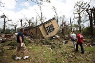 Rectificación: Las autoridades de Oklahoma informaron que las víctimas fatales del tornado son 24 y no 51