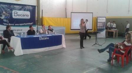 SAUCE DE LUNA: Más y más Becas en toda la provincia