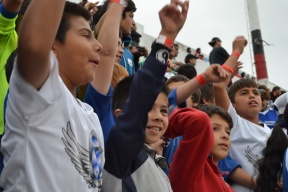 En el marco del programa Los gurises van a la cancha: Los niños de Villa Uranga disfrutaron del partido del domingo en el estadio Presbítero Grella