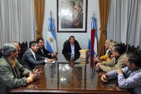 Dialogaron sobre la realidad nacional y provincial: Urribarri realizó un reconocimiento a un grupo de militantes por su defensa de la democracia