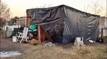 FEDERAL:Esperan urgente la ayuda de organismos municipales y provinciales: Así vive una familia después de ser desalojada por la justicia