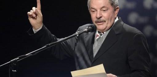 """BRASIL: """"Millones salieron de la pobreza pero los bancos también se enriquecieron"""", aseguró Lula"""