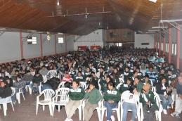 Club Talleres: Masiva concurrencia de estudiantes y público en general al cine móvil en Federal