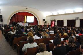 Unos 500 docentes y talleristas participaron de una capacitación: Trabajan en mejorar la calidad educativa en escuelas primarias con extensión de la jornada