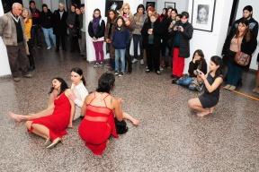 Experiencia multidisciplinaria: Se realizó una nueva performance uniendo danza, teatro y artes visuales