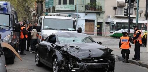 EL CONDUCTOR SE ENTREGÓ: Dos muertos tras un choque entre un auto y una moto en Flores