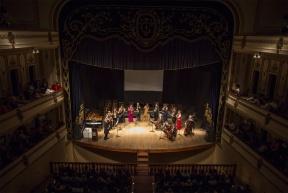 Gratis en el Teatro Gualeguaychú: Horacio Lavandera y la Camerata Bariloche brindaron un espectáculo único a los vecinos de la ciudad