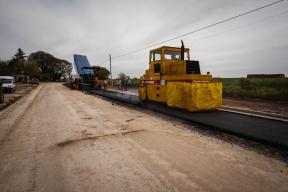 La inversión supera los 13 millones de pesos: Comenzó el asfaltado de la zona urbana de Villa Fontana