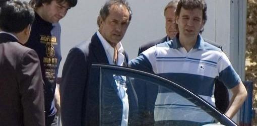 """LA SALUD DEL GOBERNADOR: Scioli visitó a José Luis Gioja en el hospital y le deseó """"pronta recuperación"""""""