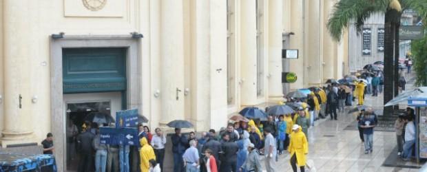 Paraná: Continuará la retención de servicios en el Banco Nación
