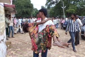 Mayoría, mujeres y niños: India sube a 115 cifra de muertos por estampida