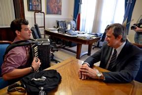 Bahl recibió al acordeonista Aldo Taborda: Un músico entrerriano obtuvo el tercer puesto en el Mundial de Acordeón