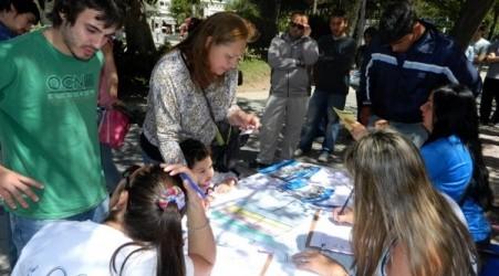 El becario móvil: INAUBEPRO distribuye formularios para becas en el departamento Federal