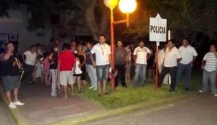Se sumó el Capellán de la fuerza: Policías también se manifestaron frente a la Departamental de Federal