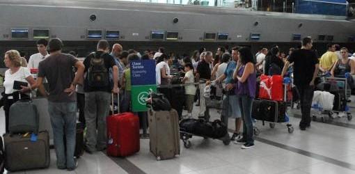 Ezeiza: La medida de fuerza de maleteros afecta vuelos de Aerolíneas Argentinas