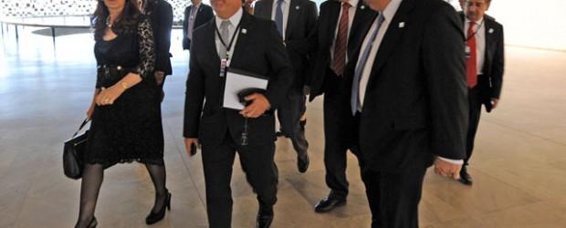 Cumbre: Urribarri integra la comitiva presidencial que partió con CFK a Cuba