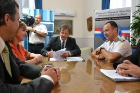 Convenio entre el CGE y el Servicio Penitenciario: Internos de las cárceles fabricarán mobiliario para las escuelas entrerrianas