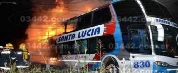 Incendio: Se incendió un micro de larga distancia en la ruta 14