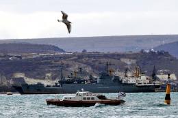 CRISIS EN UCRANIA: Guerra de sanciones y la toma de barcos agravan la crisis en Crimea