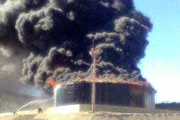 MENDOZA: Analizan varias hipótesis sobre la causa del incendio en la planta de YPF