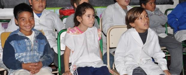 CINE Y ABORDAJE:  Cine para los chicos y monotributo social para albañiles