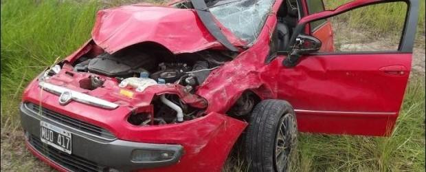 FEDERAL:  Un automóvil se salió de la ruta 127 y volcó en la banquina