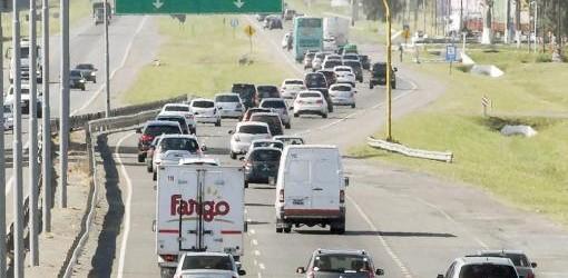 FERIADO LARGO: Más de 2.300 autos por hora rumbo a la costa atlántica en la Autovia 2