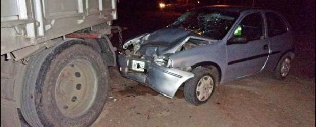 CONSCRIPTO BERNARDI:  Un matrimonio con lesiones graves al chocar con su auto contra un acoplado