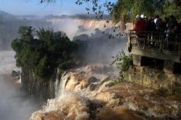TRAS LA CRECIDA: Miles de visitantes vuelven a disfrutar del Parque Nacional Iguazú