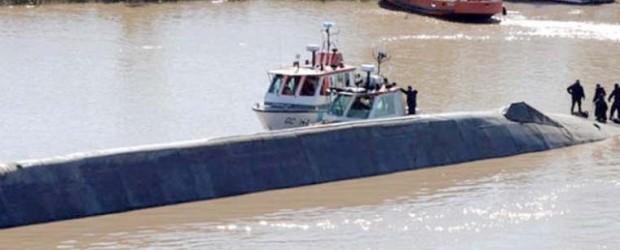 Chocaron dos barcos en el río Paraná y hay un marinero desaparecido