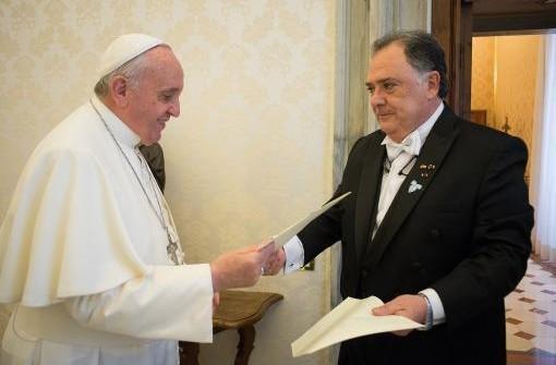 VATICANO: El Papa recibió las cartas credenciales de Valdés y expresó que tendrá como prioridad visitar la Argentina entre 2015 y 2016
