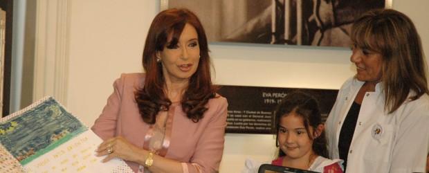 EDUCACIÓN: Cristina Fernández y Sileoni anunciaron que se completó la distribución del Programa Conectar Igualdad