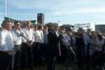 EL GOBERNADOR ENCABEZÓ EL ACTO DE ENTREGA DE 50 VIVIENDAS  Urribarri prometió volver en Julio para inaugurar el edificio de la Agrotécnica y licitar la construcción de la escuela secundaria 11