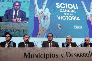 """ELECCIONES 2015 Scioli: """"Ahora quieren embestir contra la economía"""""""