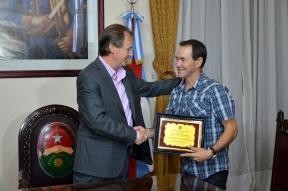 """Por ser campeón del Turismo Carretera 2015: Gustavo Bordet realizó un reconocimiento al corredor Omar """"Gurí"""" Martínez"""