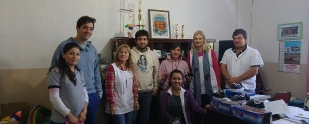 CONSCRIPTO BERNARDI: El Concejo Consultivo Juvenil del Área Joven municipal realizo entrega de calzados para alumnos de la escuela primaria.