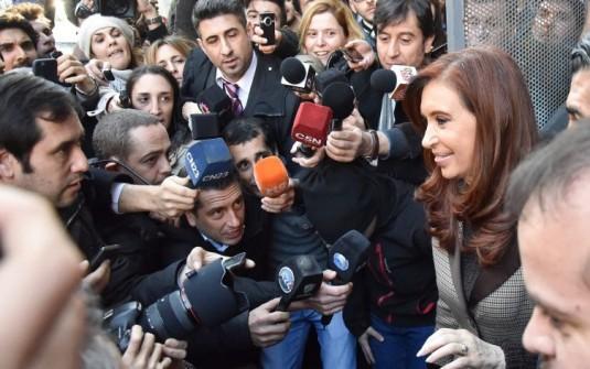 """Cristina denunció un """"show mediático"""" en las causas en su contra"""