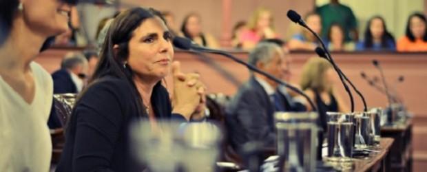 """Diputada recargada: """"También hay mujeres que pagan por sexo"""""""