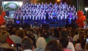 El espectáculo se presentará el sábado en Plaza Mansilla:  El Coro Kennedy cierra la semana de concientización sobre VIH/SIDA