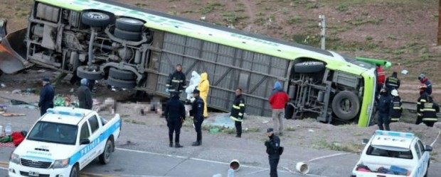 La peor tragedia vial en la historia de Mendoza: mueren 19 personas al volcar un micro
