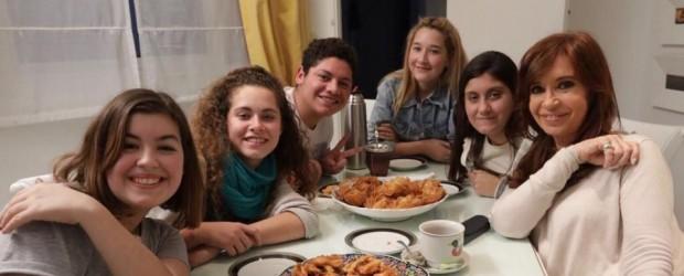 Cristina Kirchner se reunió con estudiantes secundarios: Una merienda con Millennials