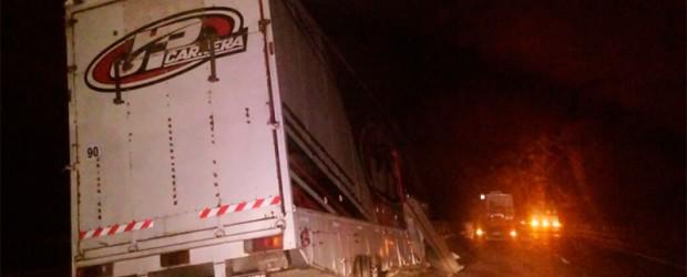 En el sur entrerriano:  Camión que llevaba dos autos del TC sufrió un accidente