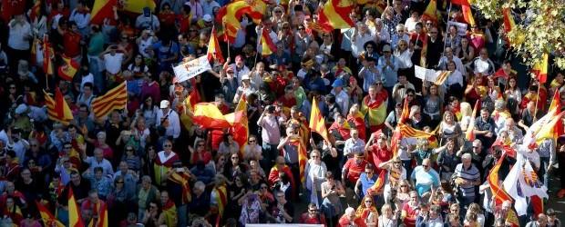 Multitudinaria manifestación en Barcelona a favor de la unidad y en defensa de la convivencia