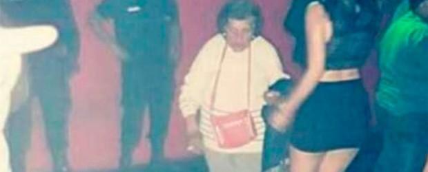 La anciana apareció en pleno boliche:  Fue a buscar a su nieta al boliche para obligarla a cuidar a su bebé