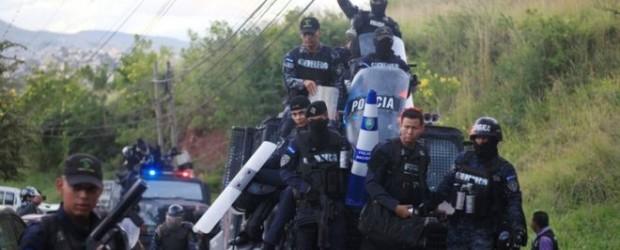 Policías en Honduras se niegan a reprimir las protestas que desafían el toque de queda decretado por el Gobierno en la crisis por el recuento electoral