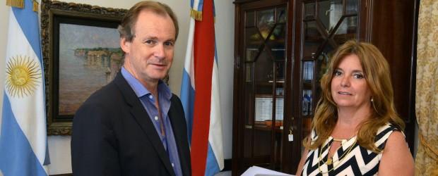 Bordet puso en funciones a Claudia Gieco al frente del Instituto Becario