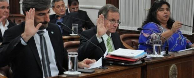 Senadores exigen respeto por la democracia