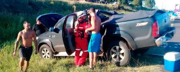 Mujer hospitalizada: Una camioneta y un auto chocaron en la Autovía Artigas
