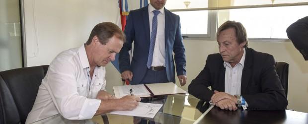 Bordet firmó el crédito para realizar obras en Paraná